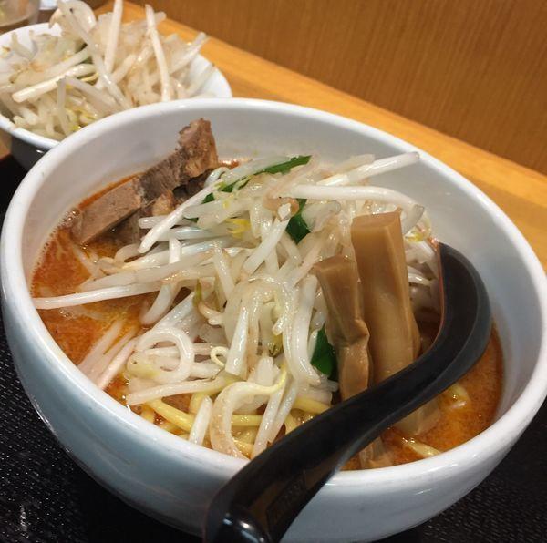 「煮干し辛味噌ラーメン野菜増し880円他」@味噌麺処 花道の写真