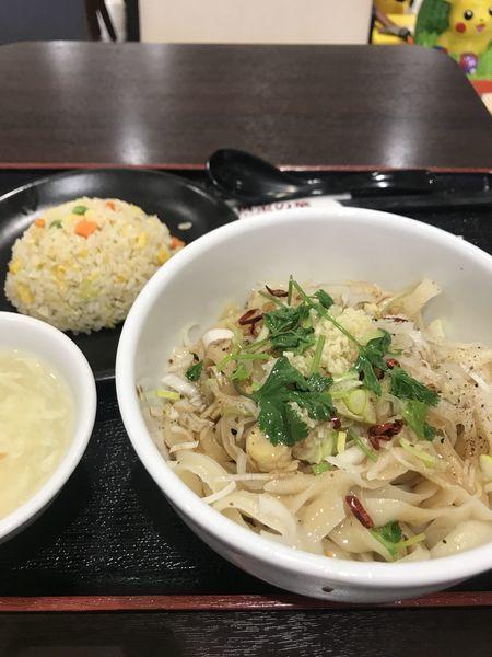 「汁なし油刀削麺+半炒飯セット」@宇都宮餃子 黄金の華 イオンモール東久留米店の写真