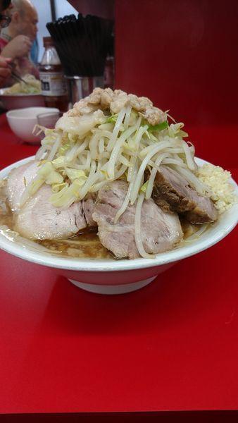 「大豚 900円 野菜ニンニク脂」@ラーメン二郎 神田神保町店の写真