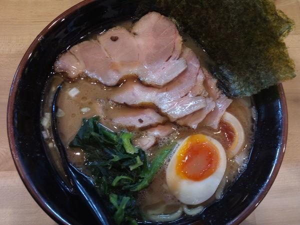 「味玉チャーシューメン+ライス」@三代目 麺家あくた川の写真