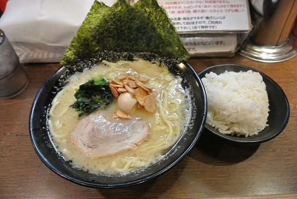 「朝ラーメン(醬油) 500円 小ライス」@濃厚豚骨ラーメン 濱虎家の写真