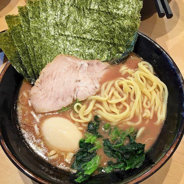 「ラーメン+海苔+味玉 ¥800」@横浜家系らーめん 武道家 賢斗の写真