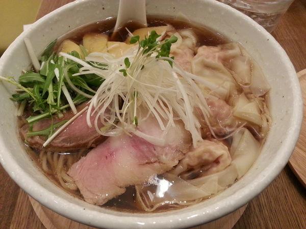 「鳥取県産大山鶏のわんたんめん大盛+チャーシュー丼」@らーめんshigetomiの写真