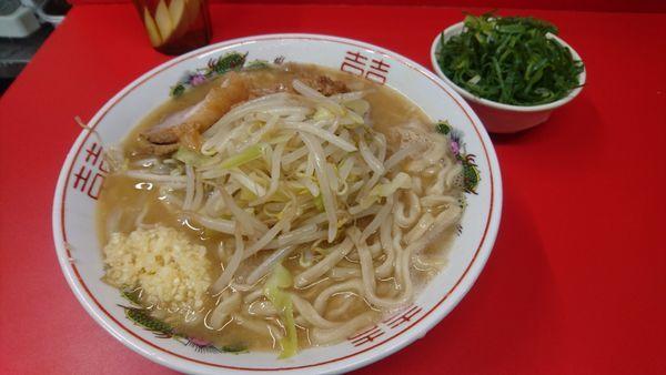 「控えめ(ヤサイ少なめ・ニンニク)+九条ネギ」@ラーメン二郎 京都店の写真