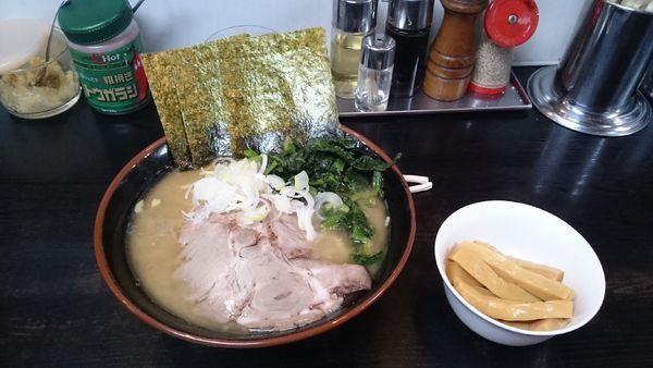 「ラーメン大盛・メンマ(味濃いめ)¥1100」@雷家の写真