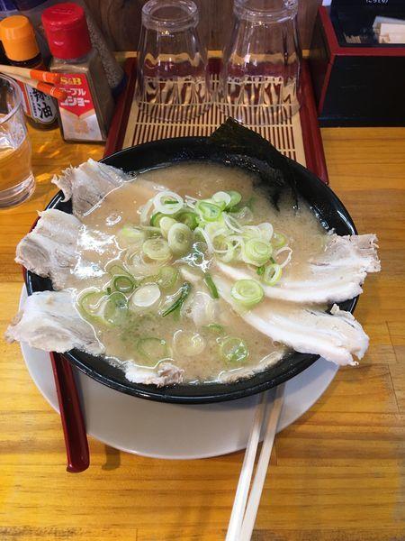 「究極の搾り出汁らー麺+チャーシュー」@麺や 道の写真