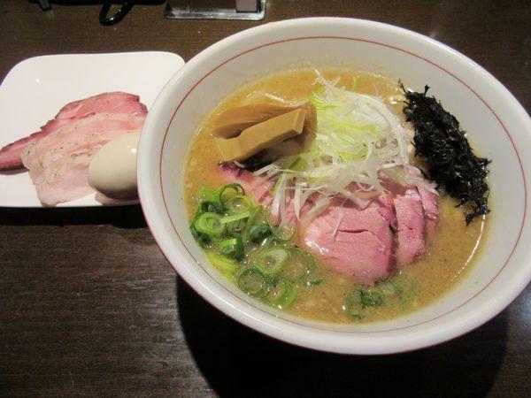 「味噌らぁ麺(850円)+特製盛」@麺や 虎徹の写真