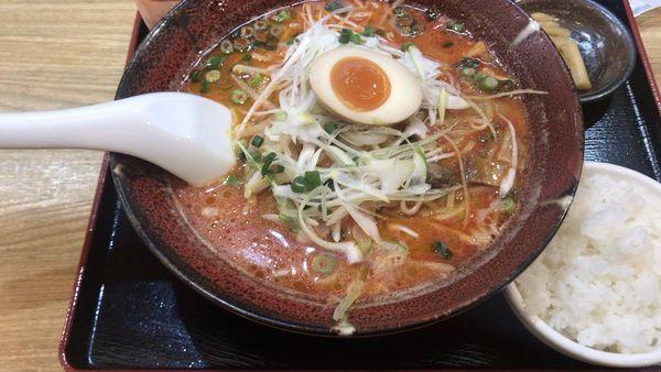 「満天辛麺激辛、餃子セット」@満天家 ゆいの杜店の写真