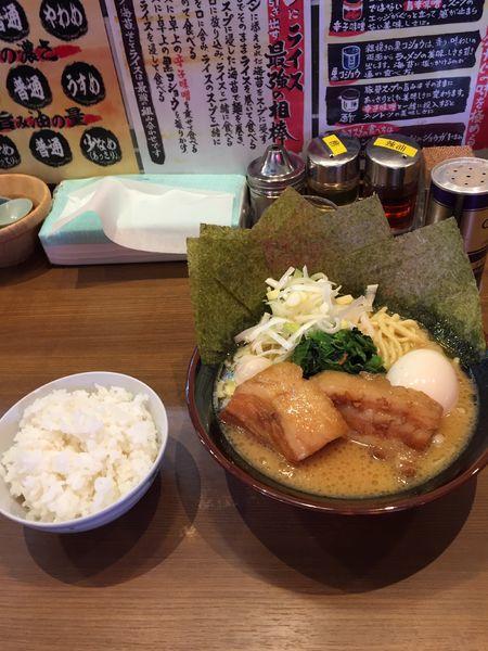 「醤油豚骨ラーメン 一刀盛り」@横浜家系ラーメン 一刀家 茅場町店の写真
