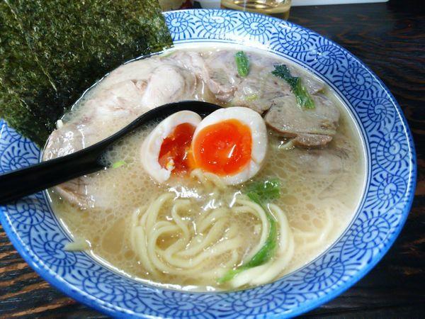 「味玉チャーシューメン」@豚骨醤油 蕾の写真