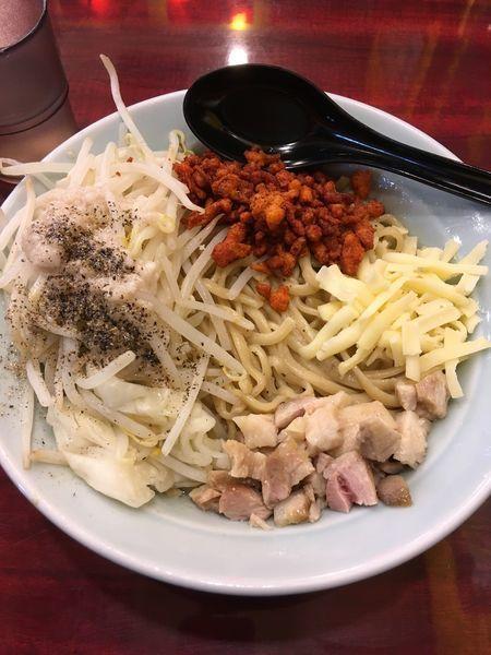 「油そば(野菜、にんにく、辛揚げ)」@らーめん 油そば 牛スタ 郎郎郎 橋本店の写真