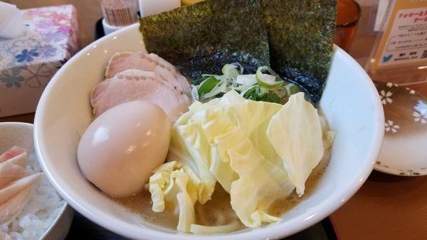 「豚骨醤油麺 味玉トッピング」@麺や 阿吽の写真