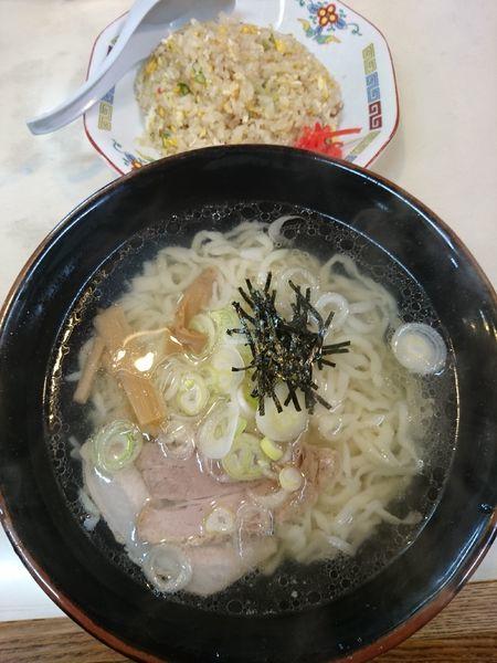 「しおらーめん・半チャーハン(Aランチ)900円」@麺や 手ごね竹の写真