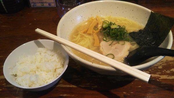 「塩ラーメン+ライス(ランチサービス)」@信楽茶屋 横浜鶴見本店の写真