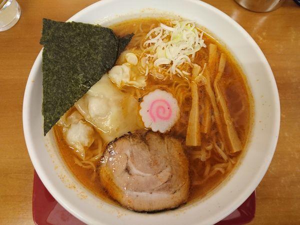 「いかくちワンタン麺(白しょう油)+大盛+辛味(獄辛)」@らーめん我礫の写真