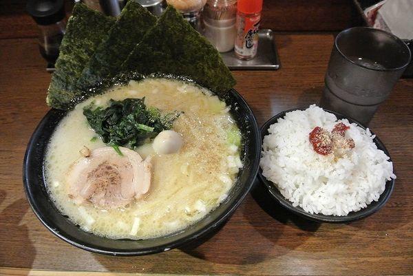 「朝ラーメン(塩) 500円 小ライス」@濃厚豚骨ラーメン 濱虎家の写真