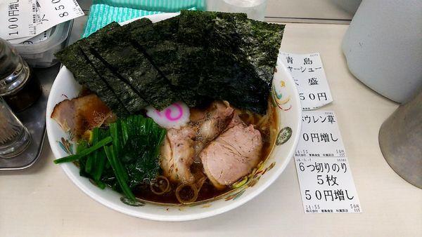 「チャーシュー大盛麺硬め+のり+ホウレン草」@青島食堂 秋葉原店の写真