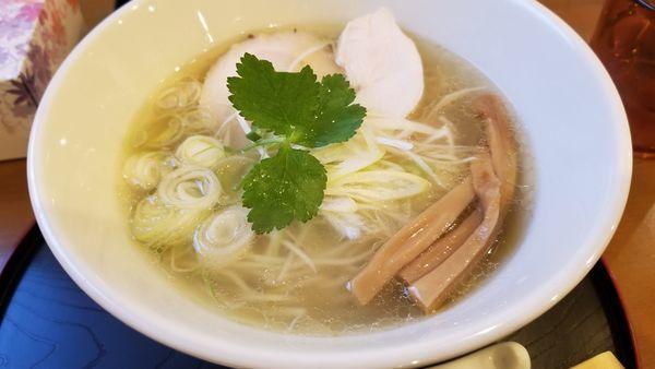「鶏塩麺 ストレート麺」@麺や 阿吽の写真