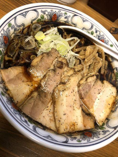 「【限定】豚そばブラック肉増 ¥900」@くじら食堂の写真