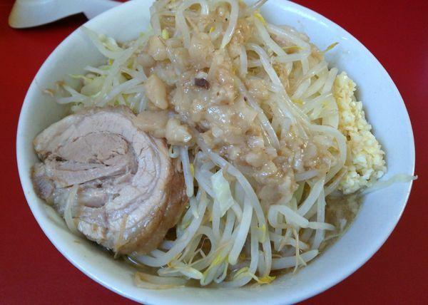 「ラーメン(豚2枚)ニンニクアブラ 700円」@らーめん 武丸の写真
