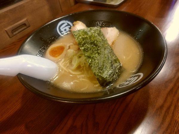「豚骨醤油ラーメン(並盛・110g)+替玉1玉無料700円」@まる兵製麺の写真