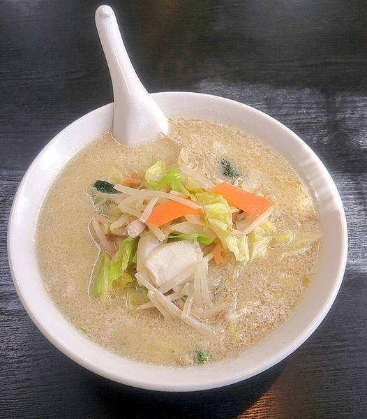 「野菜たっぷり豆乳タンメン 850円」@ラーメン香華の写真