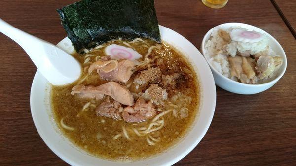 「煮干鶏白湯 醤油(680円)+肉丼 小(150円)」@麺屋五十一の写真