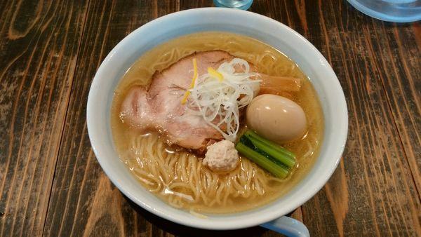 「鶏だし塩らーめん+味玉」@らーめん 二代目吉田商店の写真