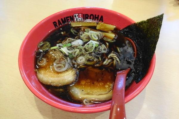 「富山ブラック黒醤油らーめん780円」@麺家 いろは 富山空港店の写真