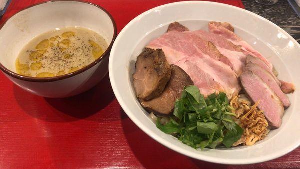 「フォアグラつけ麺 大盛+イベリコ豚の厚切チャーシュー」@鴨だしらーめん 鴨福の写真