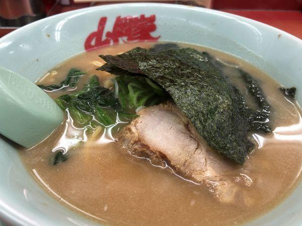 「醤油ラーメン」@ラーメン山岡家 さいたま丸ヶ崎店の写真