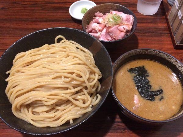 「煮干しつけ麺 特盛  低温チャーシュー丼」@麺屋 ひな多の写真