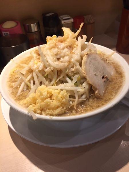 「三郎・中(350g)800円 ニンニク・アブラ・ヤサイチョイ」@麺屋 三郎の写真