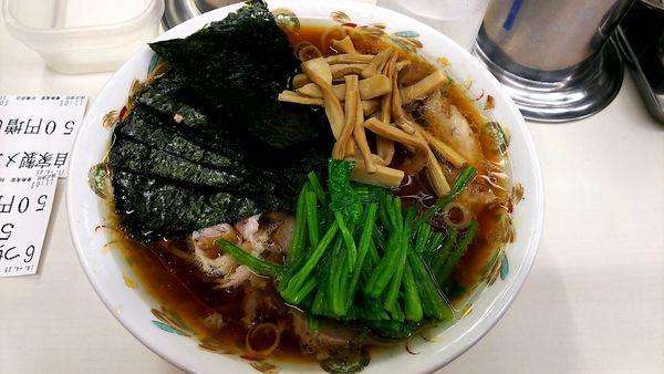 「チャーシュー麺硬め+ホウレン+のりメンマ」@青島食堂 秋葉原店の写真