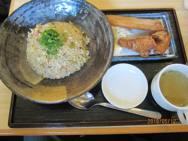 「高菜とベーコンの炒飯650円+鶏春セット250円」@チャーハン専門店 こう米の写真