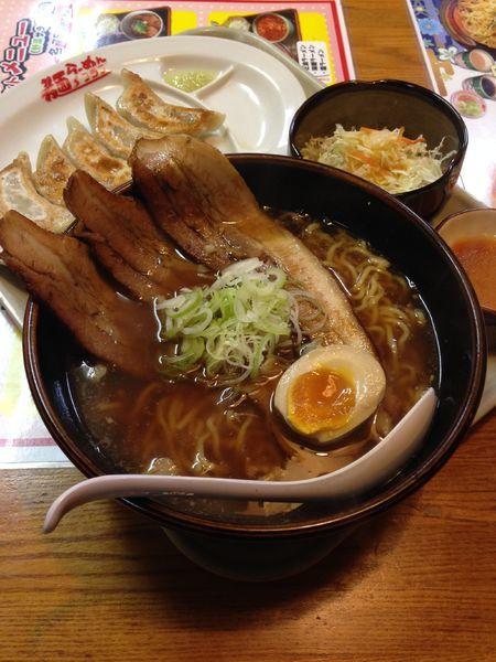 「チャーシュー麺900円 餃子250円」@麺'sクラブ 石下店の写真