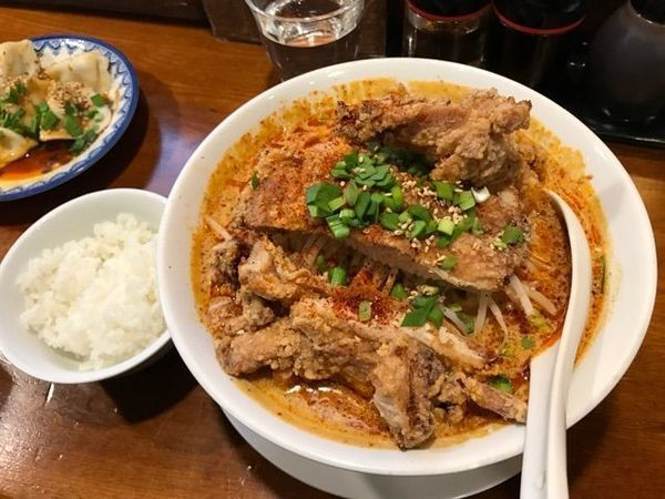 「でか肉担々麺・大盛+もやし」@永吉の写真