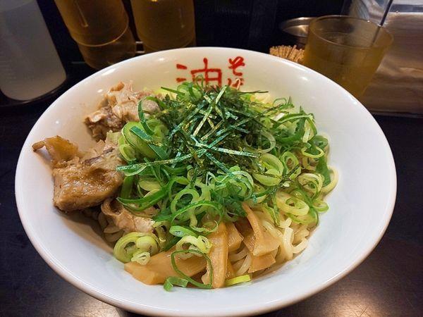 「油そばW盛+青ネギ+サービスくず肉」@東京麺珍亭本舗 鶴巻町店の写真