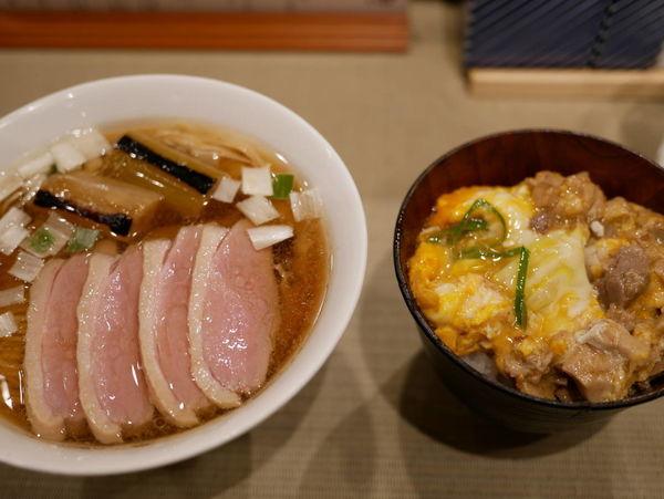 「鴨らぁめん+コンフィ2枚サービス+小親子丼」@らーめん 鴨to葱の写真