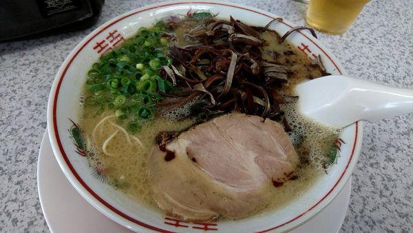 「マー油豚骨780円+きくらげ100円」@ラーメン池田の写真