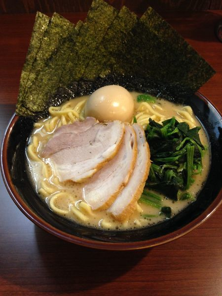 「SP豚骨醤油ラーメン 910円」@横濱家系ラーメン 茜家の写真