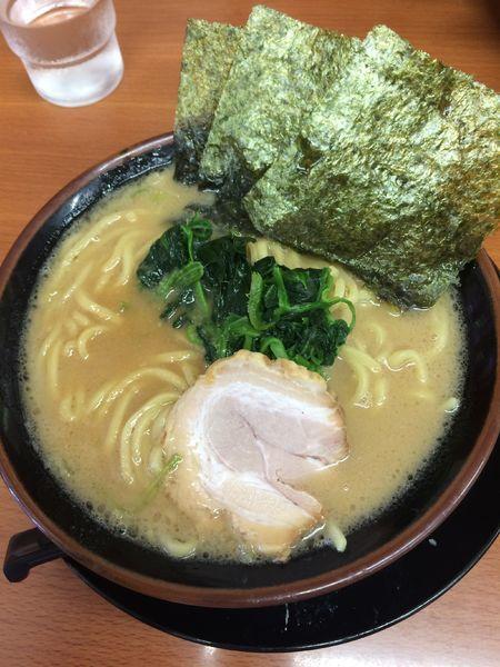 「豚骨醤油ラーメン」@横浜家系ラーメン 松田家の写真