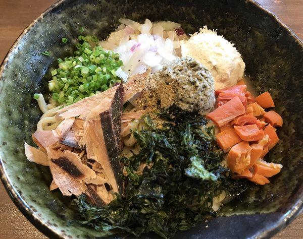 「まぜそば」@麺屋はやぶさ 大須店の写真