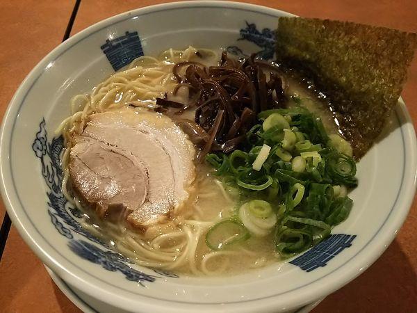 「白らぅめん ※スープ:こってり & 麺:バリカタ」@かくれ助屋の写真