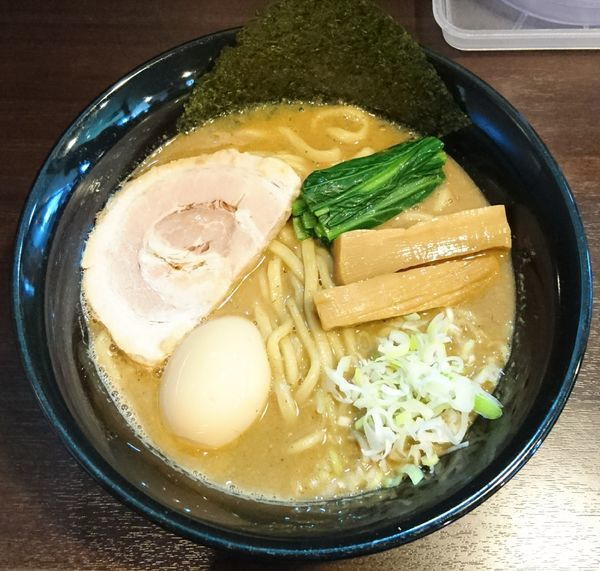 「魚介とんこつ醤油+味玉」@つけめん・らーめん活龍 境店の写真
