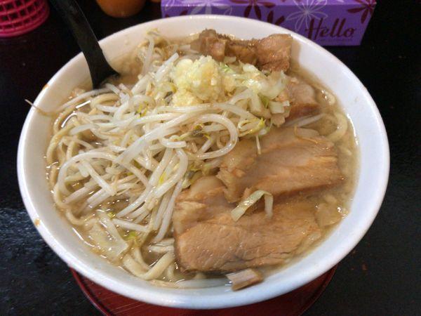 「ラーメン(中)」@自家製太麺 ドカ盛 マッチョ 三ノ宮店の写真