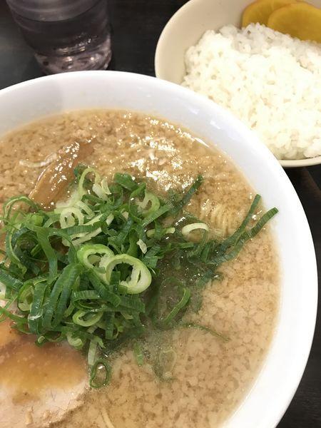 「ラーメン、サービスライス並」@京都銀閣寺 ますたにラーメン 日本橋本店の写真