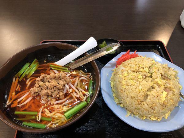 「ラーメンセット(台湾ラーメン+ニンニク炒飯) ¥700」@中華菜館 味味の写真