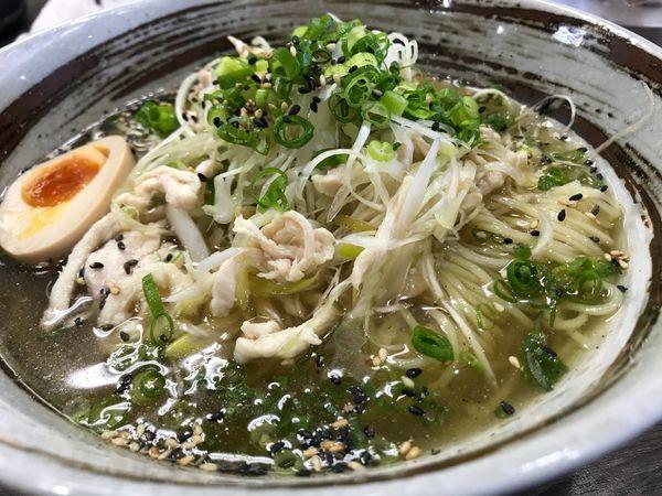 「搾菜と蒸し鶏の冷やしラーメン 800円」@まるのの写真