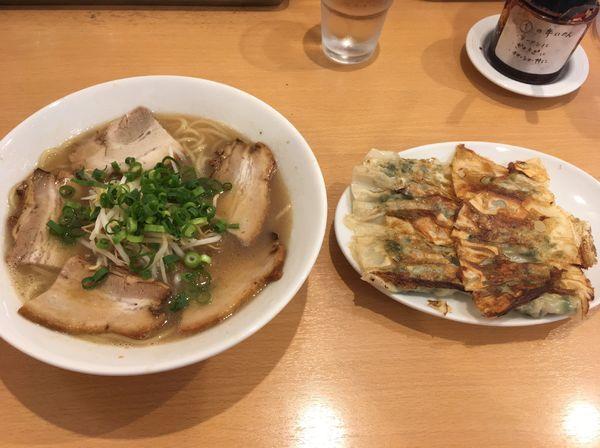 「ラーメン、餃子」@ラーメン○イ 十二番丁店の写真